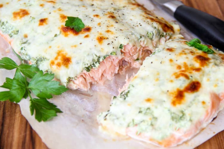 salmon with spinach and yogurt