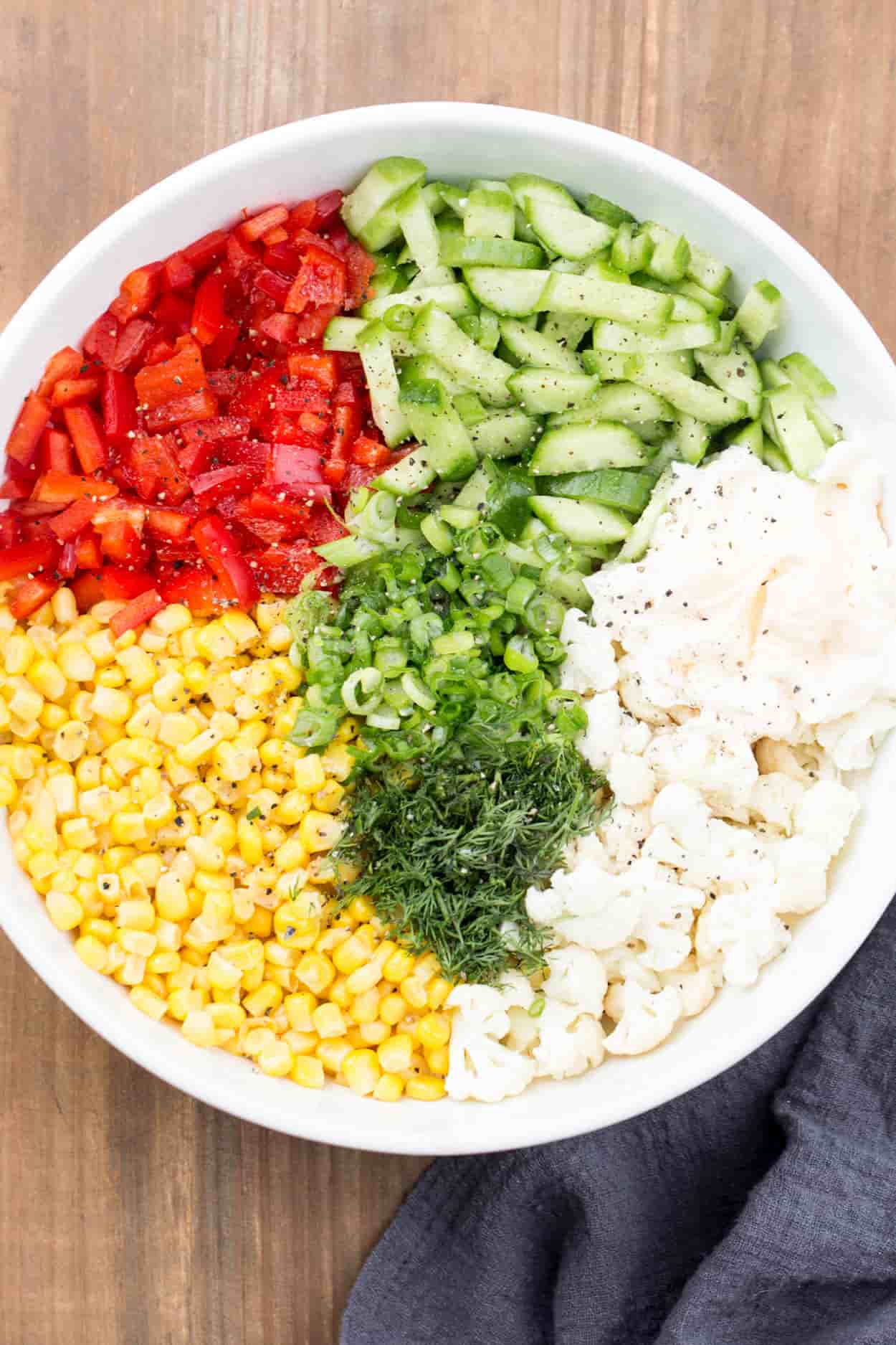 How to make this cauliflower salad with corn, peppers and cauliflower.