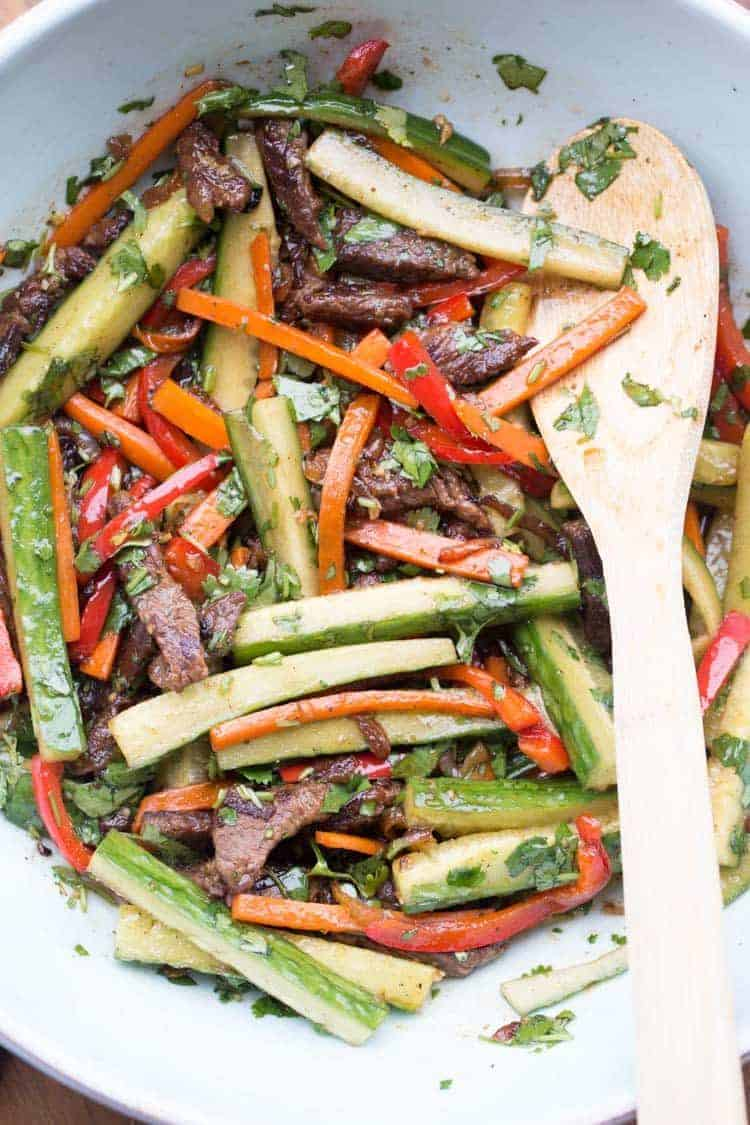 Beef and vegetable salad recipe with carrots and peppers.
