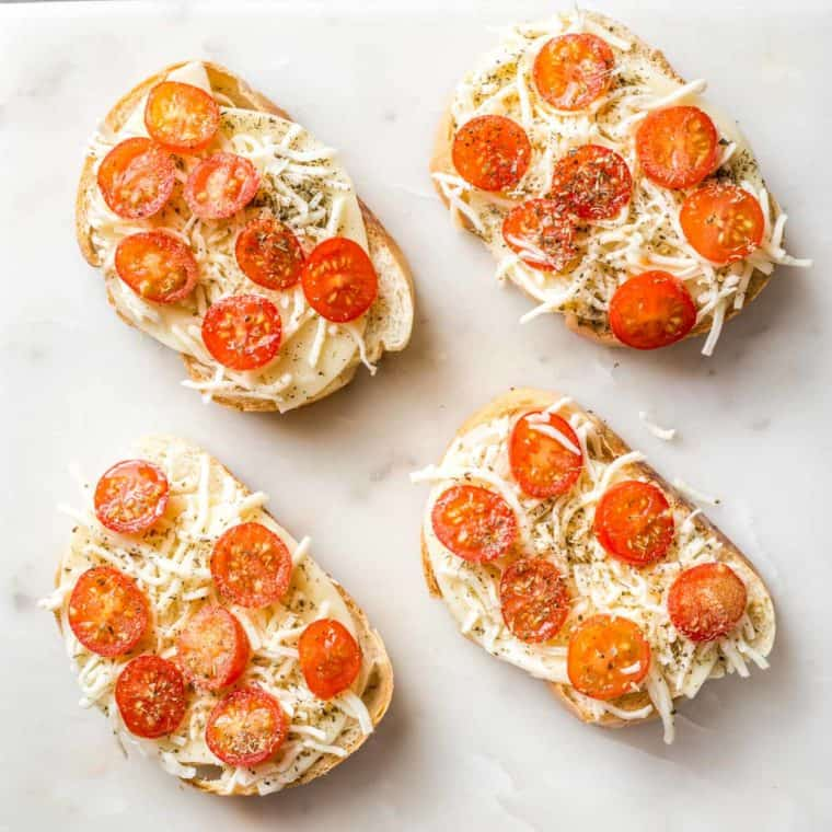 How to make homemade margherita pizza toast with bread, cheese, tomatoes and seasoning.
